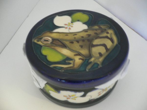 "Moorcroft ""Welcome Guest"""